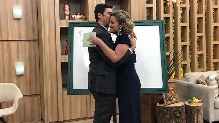 Maria Cândida termina por WhatsApp após pedido de namoro ao vivo na TV
