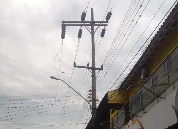Rompimento de cabo deixa Jacarezinho sem energia