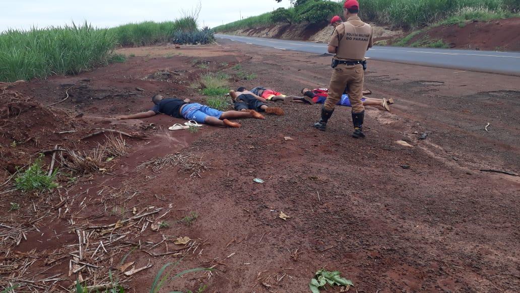 Após acidente Policia Rodoviária Estadual recupera carro furtado e apreende cinco suspeitos na PR 431
