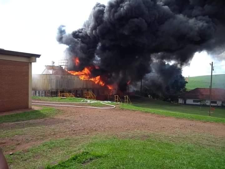 Incêndio atinge Torre de Resfriamento na Usina Dacalda em Jacarezinho-PR.