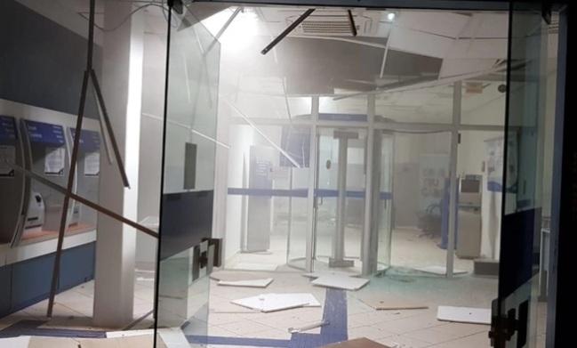 Quadrilha aterroriza cidade do Paraná com ataque a bancos e intensa troca de tiros