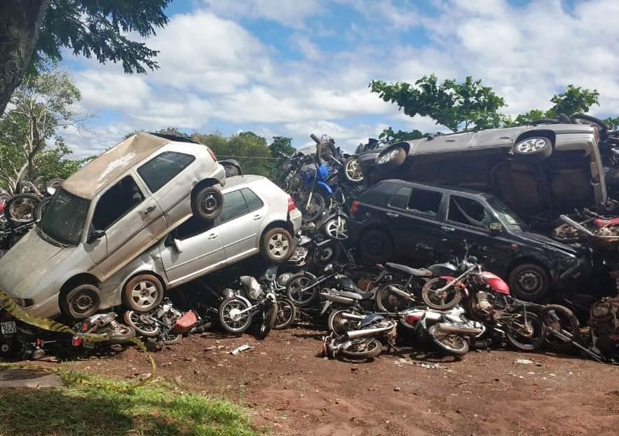 Jacarezinho: Detran Paraná recicla carros e motos que vão virar pregos e arames