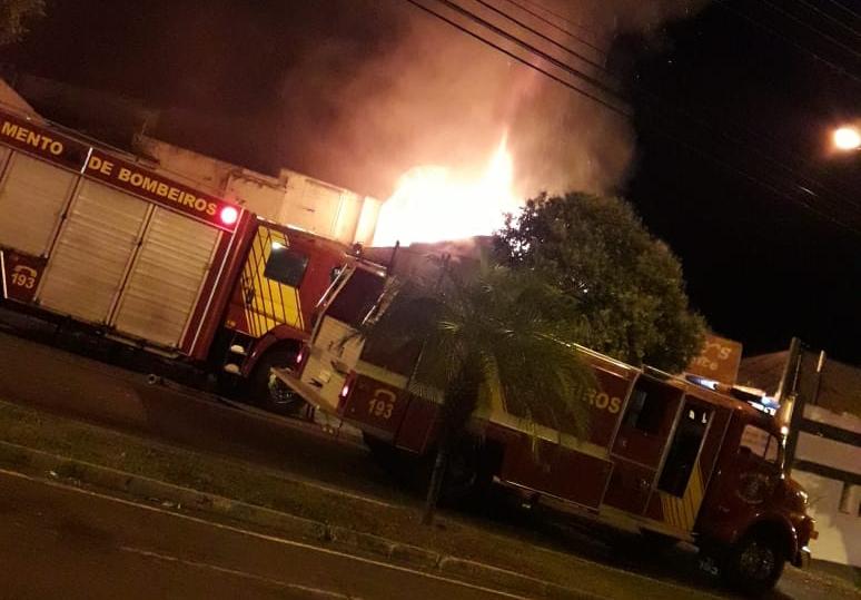 Jacarezinho: Incêndio destrói Eduardos Restaurante no Jacarezinho Club