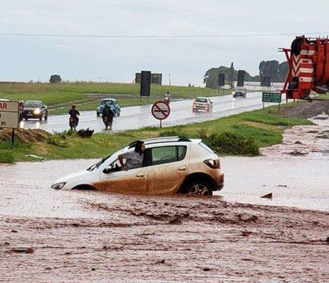 Chuva causa transtornos em Andirá