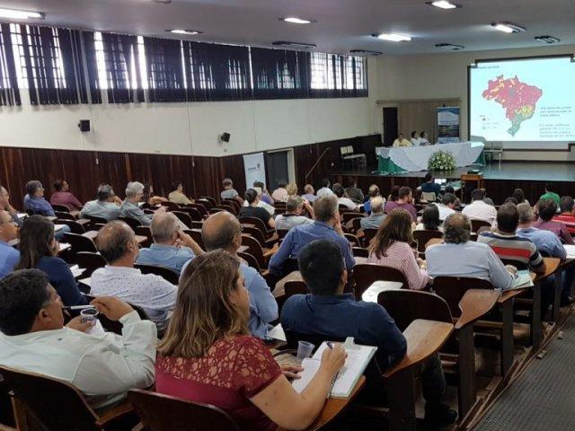 Jacarezinho: Sanepar apresenta gestão de resíduos sólidos para prefeitos