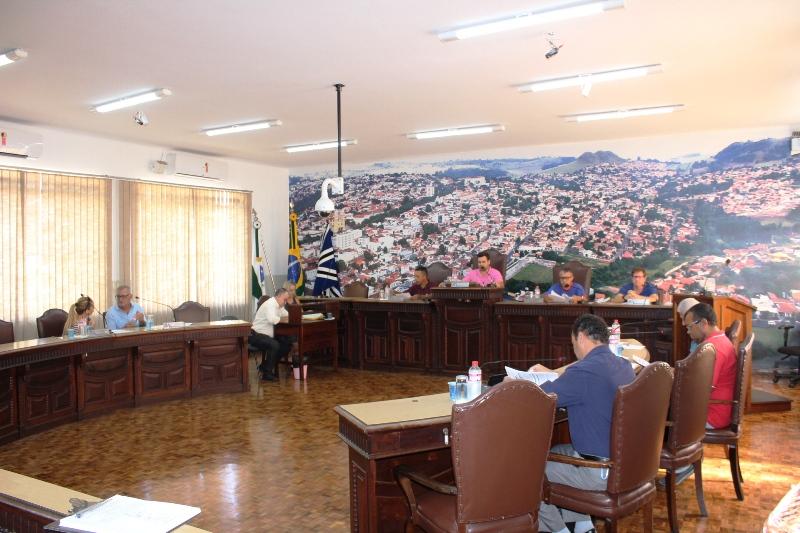 Jacarezinho: Em sessão extraordinária, vereadores aprovam mais de R$ 4,5 milhões para pavimentação