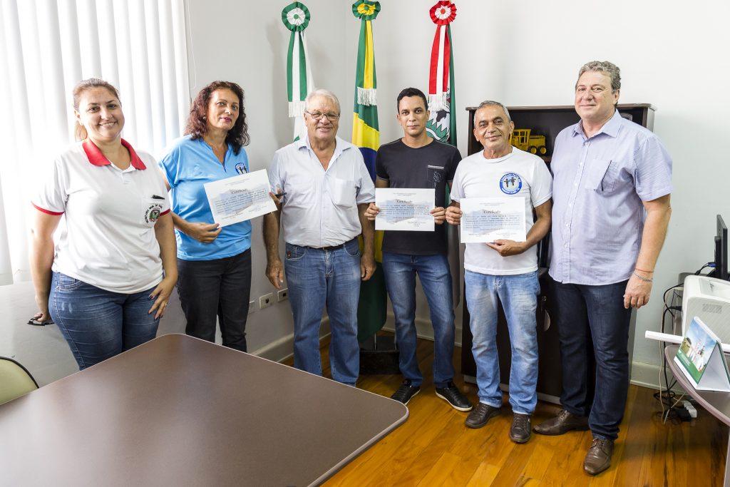 Conselheiros recebem certificados e prefeito anuncia investimentos