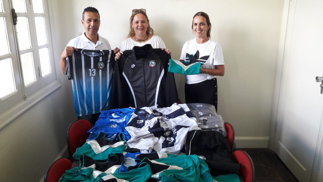 Jacarezinho: Uniformes esportivos são adquiridos para atletas