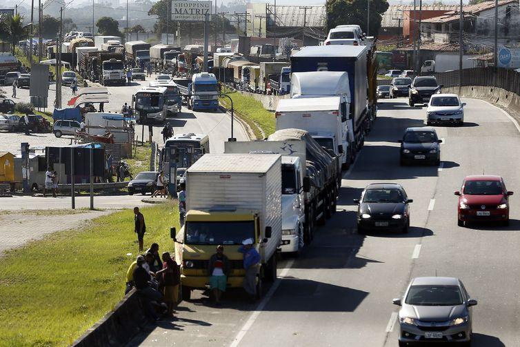 Reajuste de R$ 0,10 no diesel divide caminhoneiros e ameaça de greve é real