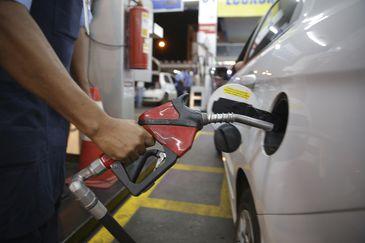 Para preço cair, Bolsonaro defende venda direta de etanol pela usina