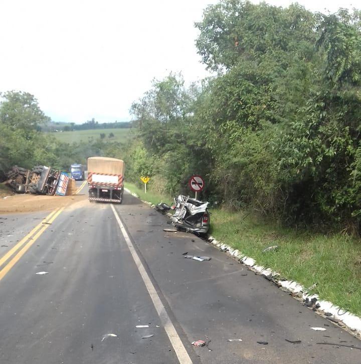 Grave acidente deixa ao menos três mortos na BR-153