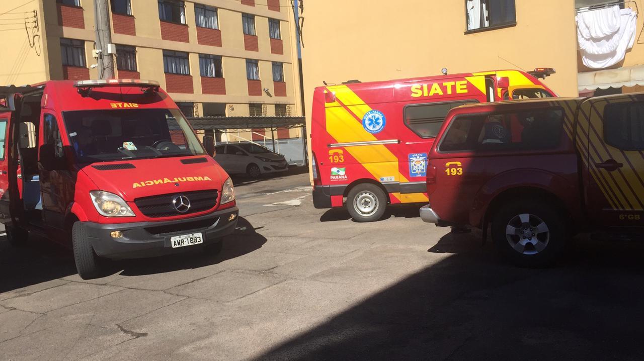 Paraná: Adolescente ataca mãe e irmã com martelo e se joga do segundo andar de apartamento
