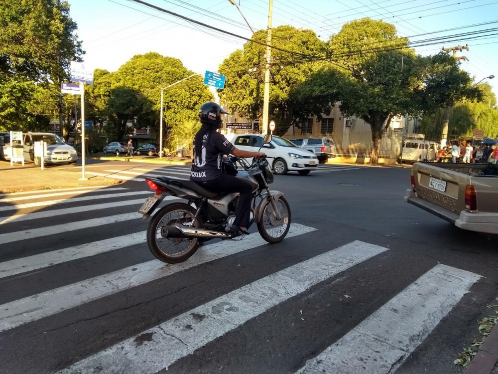 Comerciantes querem redutor de velocidade em avenida de Jacarezinho