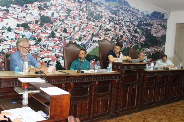 Jacarezinho: Vereadores questionam Secretário de Indústria e Comercio