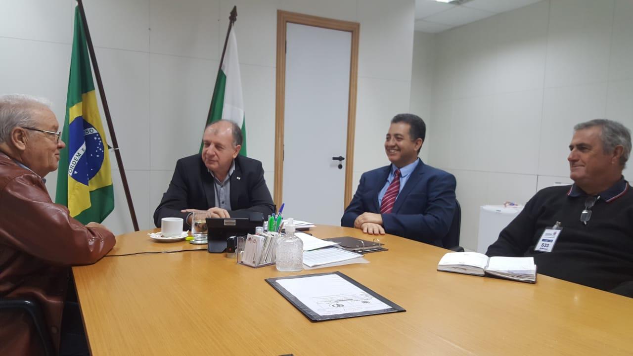 Ribeirão Claro receberá nova escavadeira hidráulica