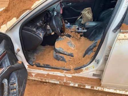Homem é preso após tentar soterrar a namorada usando uma escavadeira