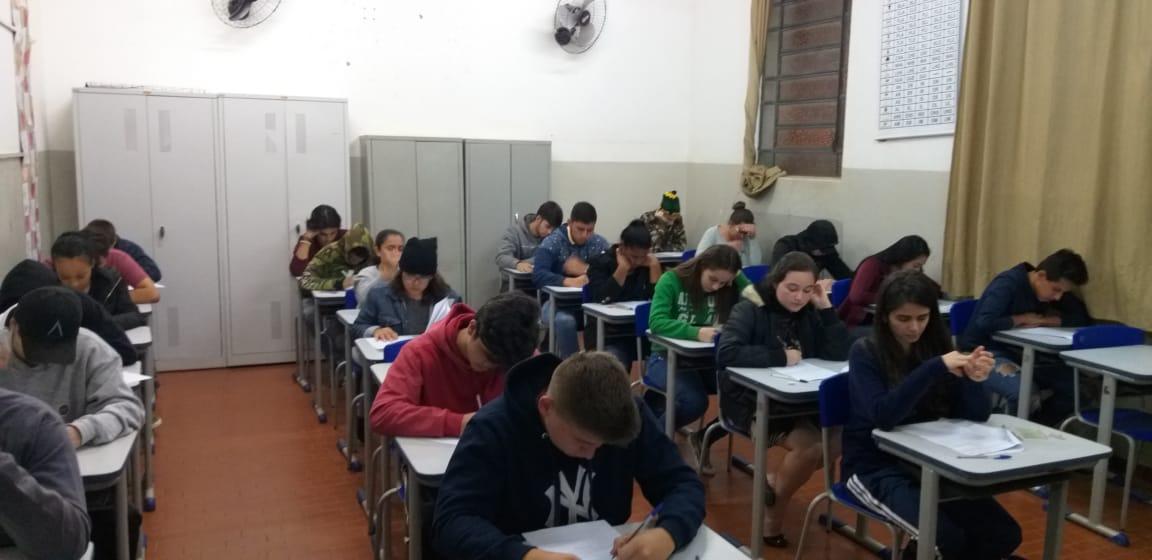 Ribeirão Claro 130 alunos fazem teste seletivo do programa Jovem Aprendiz