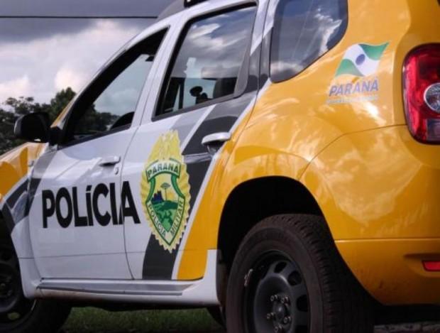 Homem é encontrado morto com lingerie na boca e enrolado em tapete dentro de carro