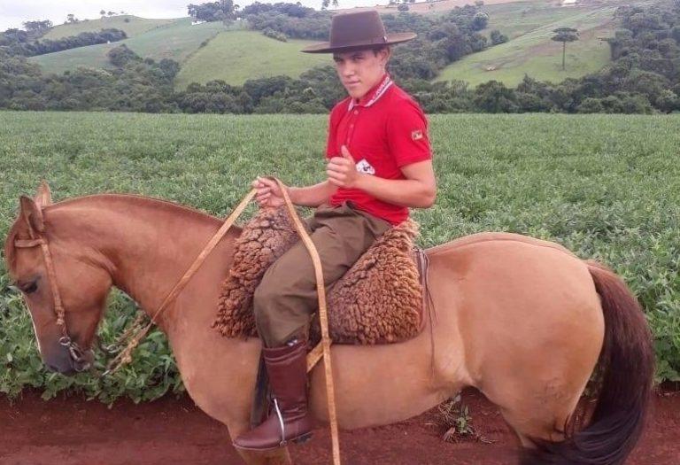 Adolescente de 17 anos é encontrado morto após queda de cavalo em fazenda no Paraná