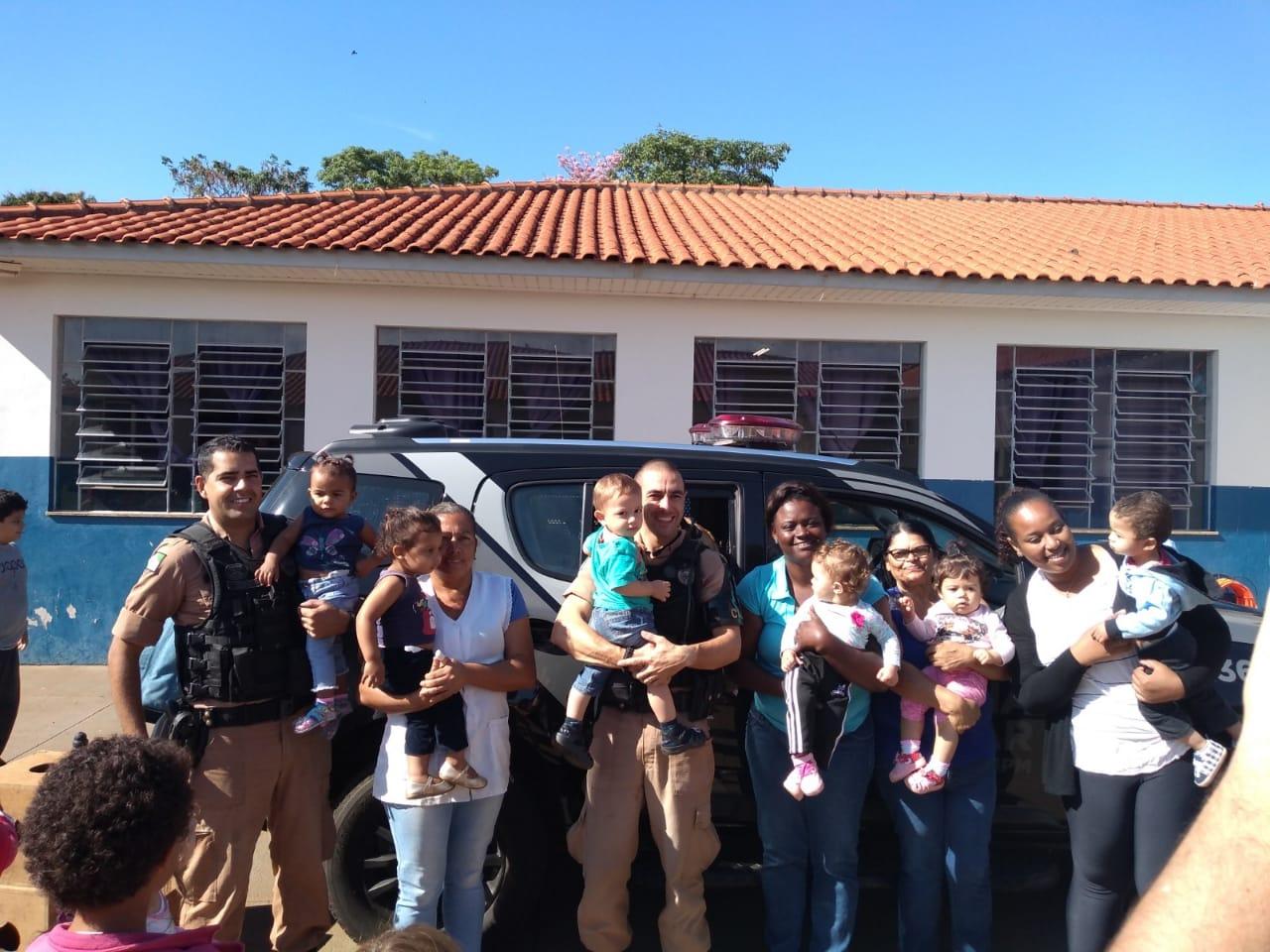 Jacarezinho: Equipe de Operações com Cães da Polícia Militar se apresentou para cerca de 60 alunos do complexo Educacional professora Sônia Regina