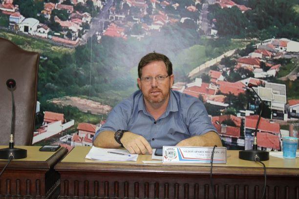 Jacarezinho: Questionamentos sobre Biblioteca Municipal