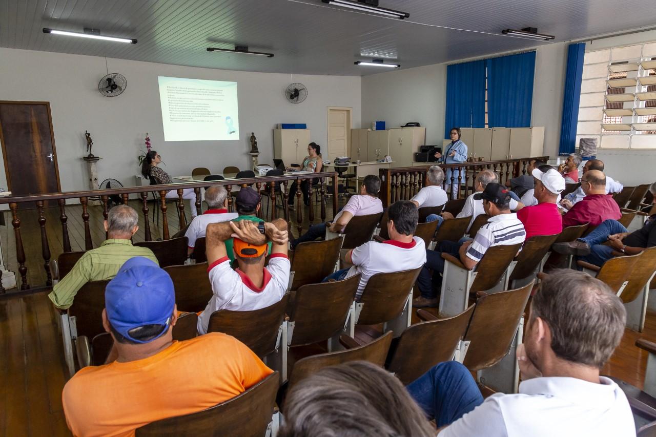 Servidores públicos de Ribeirão Claro recebem palestra sobre cuidados com a próstata