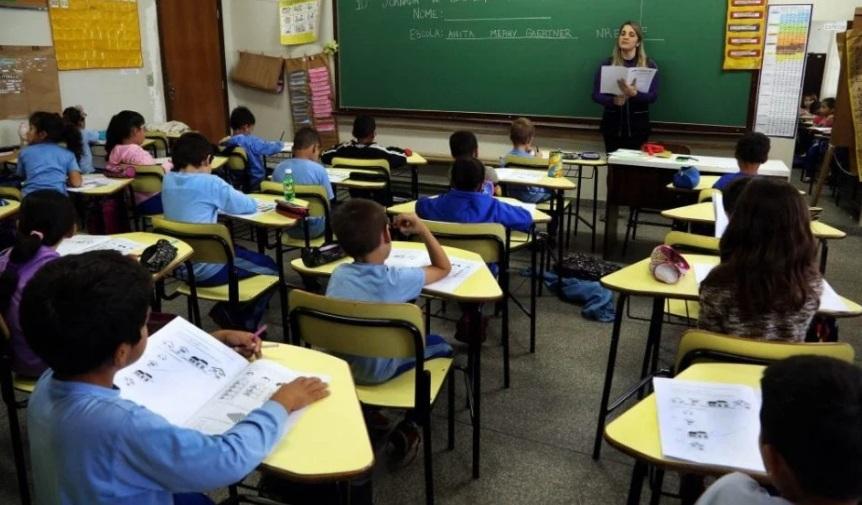 Com revezamento entre aulas on-line e presencias, Comitê apresenta plano de retorno às escolas no Paraná