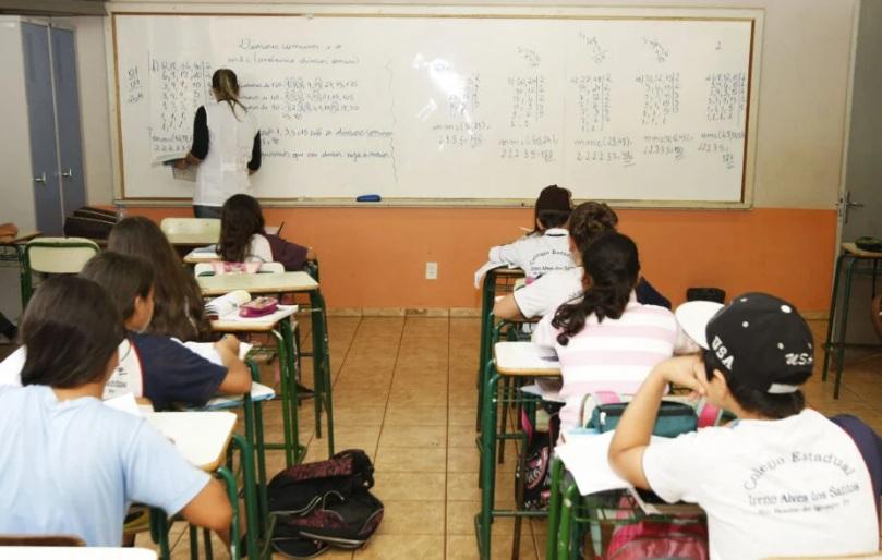 Secretário descarta volta às aulas no PR por pelo menos 30 dias; protocolo prevê opção para ficar em casa