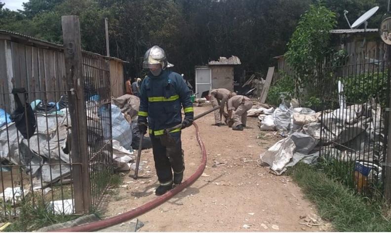 """Paraná: Homem ateia fogo na própria casa, perde tudo e sofre queimaduras: """"Deu uma de louco"""", diz irmã"""
