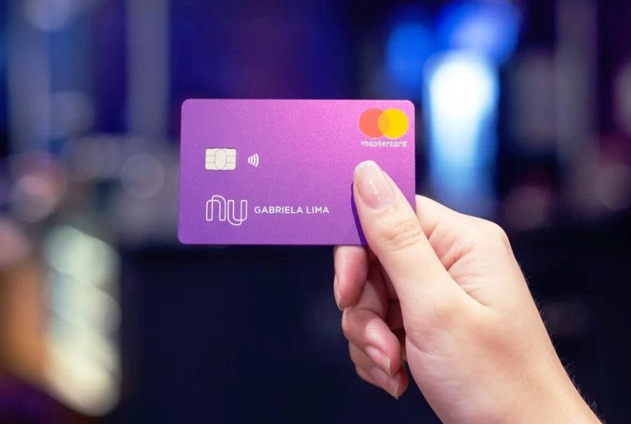 Novo cartão do Nubank mira os 'sem crédito' com pré-pago para definir limite