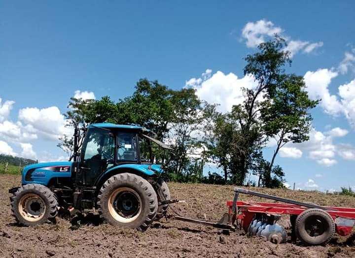 Jacarezinho: Município recupera maquinário e retoma atendimento a produtores rurais