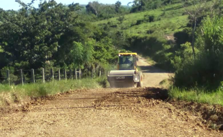 Jacarezinho: Município faz readequação de 35 KM de estrada rural