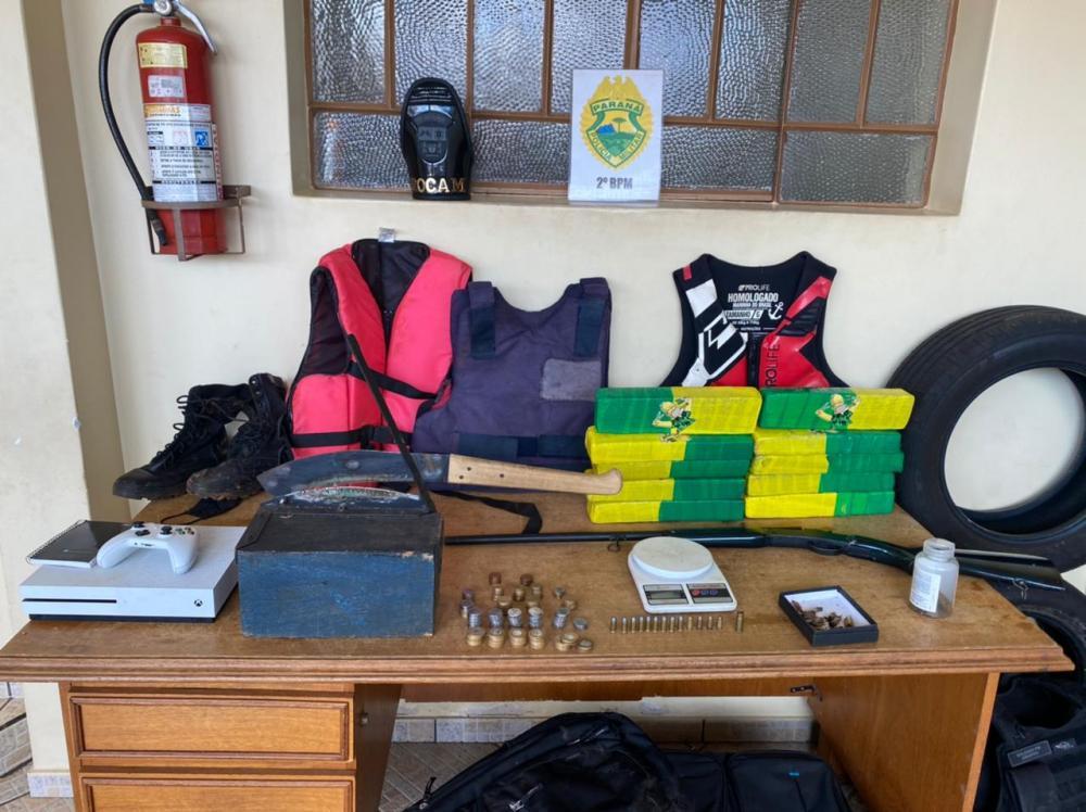 Rocam apreende drogas, arma e munições em Santo Antônio da Platina