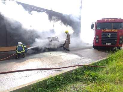 """Jacarezinho: Motor de Saveiro pega fogo e deixa veículo parcialmente destruído """" Fotos"""""""