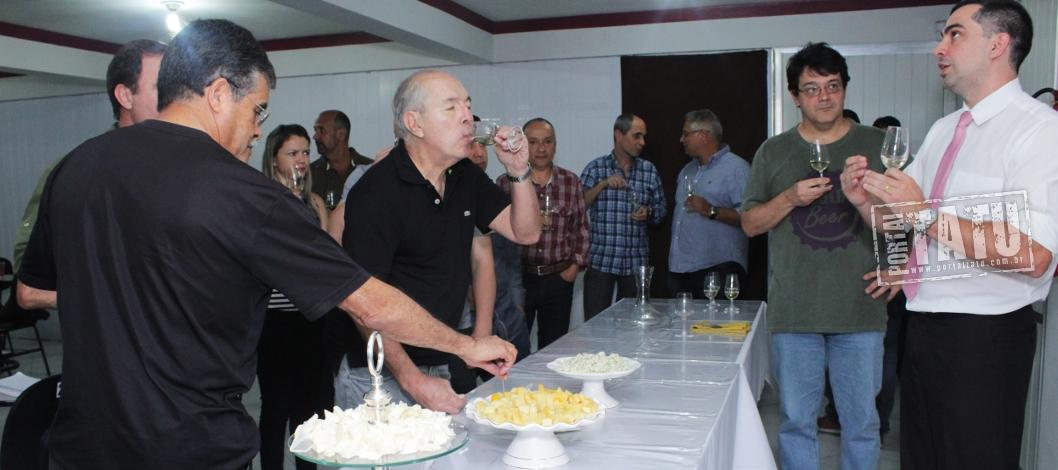 You are currently viewing Curso de Vinhos é sucesso na Corações Adegas & Cia