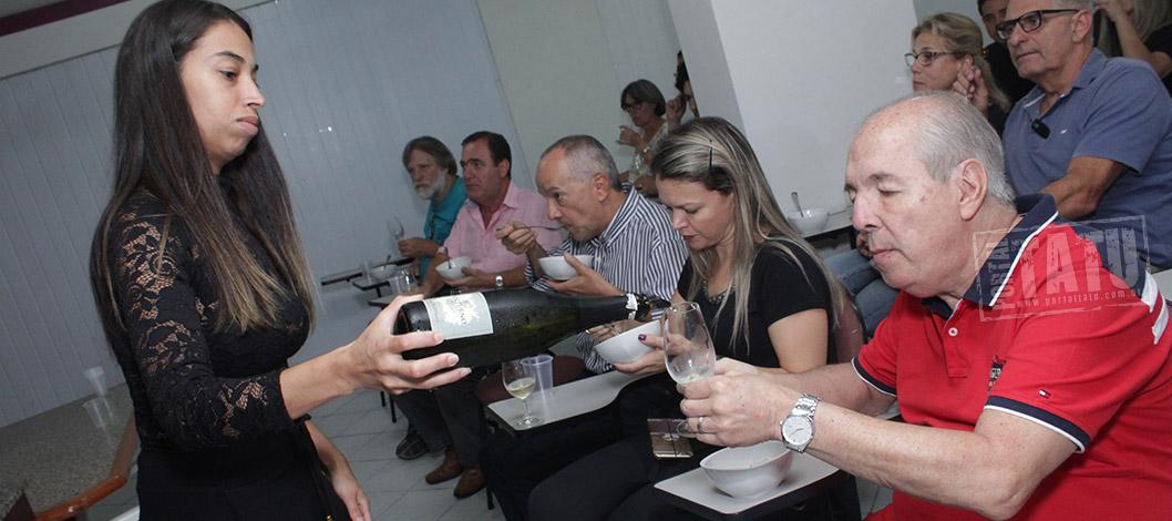 Sucesso: Primeiro curso de vinhos Corações Adega e Cia encerra com alegria 16/11/2017