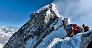 Após temporada com 10 mortos, Nepal atrasa medidas de segurança no Everest