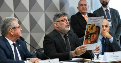 Frota apresenta pedido de impeachment contra Bolsonaro