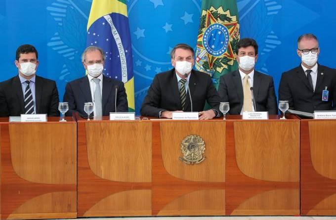 Guedes avisou Bolsonaro que economia aguenta isolamento só até 7 de abril