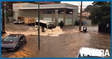 Forte chuva causa vários estragos e arrasta veículos em Teresina