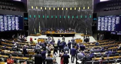 Uso de verba eleitoral de R$ 3 bi para combater coronavírus racha a Câmara