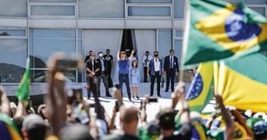 Bolsonaro convoca ministros para ato pró governo no Palácio do Planalto