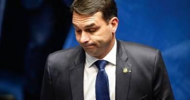 """Flávio Bolsonaro reage às declarações de Marinho: """"Desesperado, sem votos"""""""