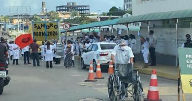 Em meio à pandemia, profissionais da enfermagem protestam contra mudança em carga horária