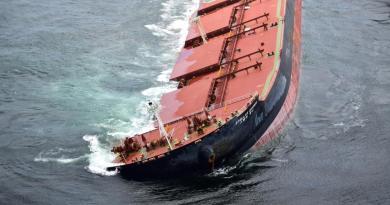 Fase de reflutuação do navio encalhado na costa do Maranhão chega ao fim
