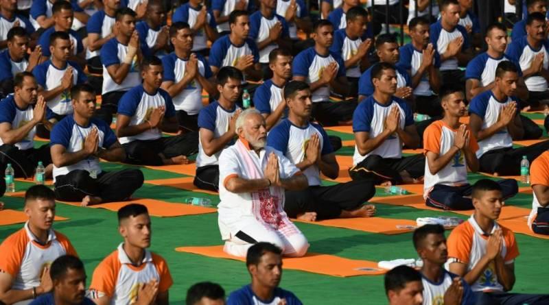 Índia comemora Dia Internacional da Ioga em meio à pandemia de COVID 19