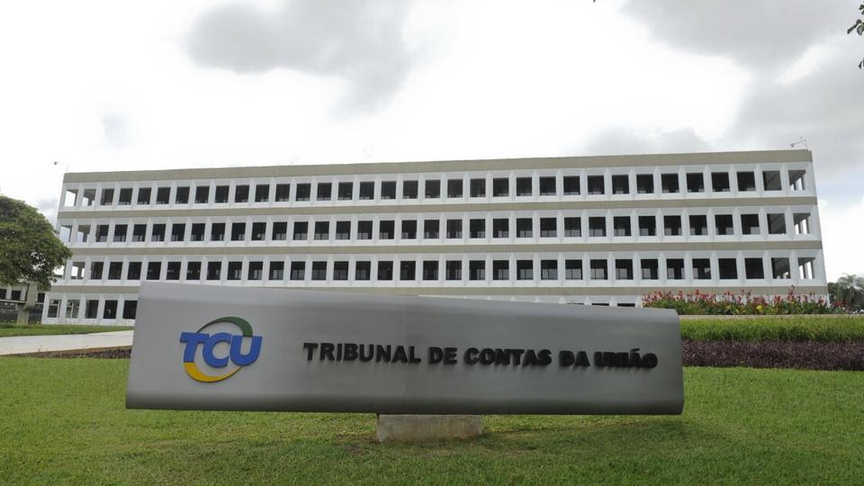 Pessoas receberam auxílio emergencial sem ter direito: fachada do prédio do Tribunal de Contas da União (TCU)