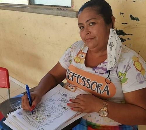 Após ameaça de corte de salários, 8 professores indígenas morrem por covid 19 em RR