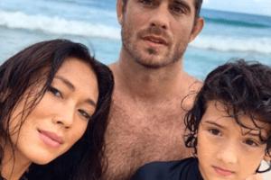 Danni Suzuki surfa com o ex e o filho e comemora boa relação em família