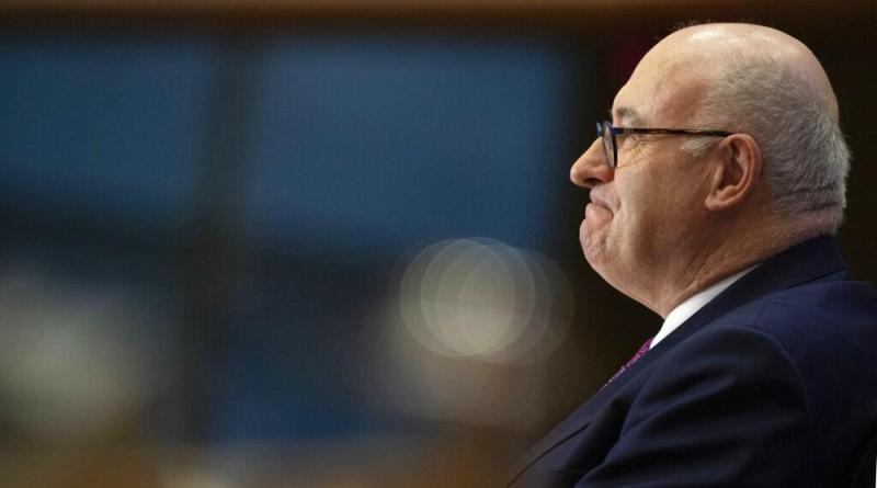Comissário europeu do comércio demite se